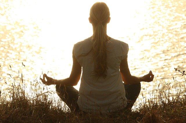 pozytywne korzyści płynące z medytacji